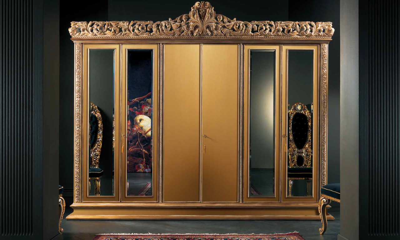 A wardrobe from the Experience Collection of Muebles Italiano